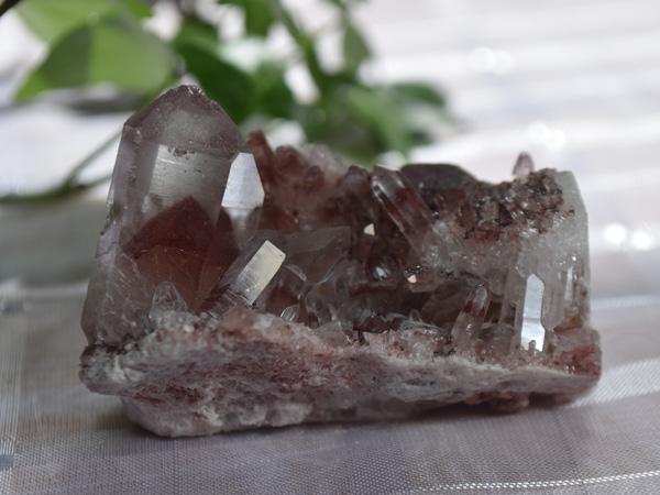 レッドファントム水晶原石クラスター