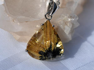 rutilated_quartz_pendant_top_2_300.jpg